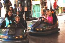 Každoročně pořádají pouť také ve Střížově. I na té loňské si především děti užívaly atrakce.
