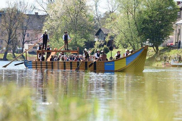 Replika solné lodi na Traunu.