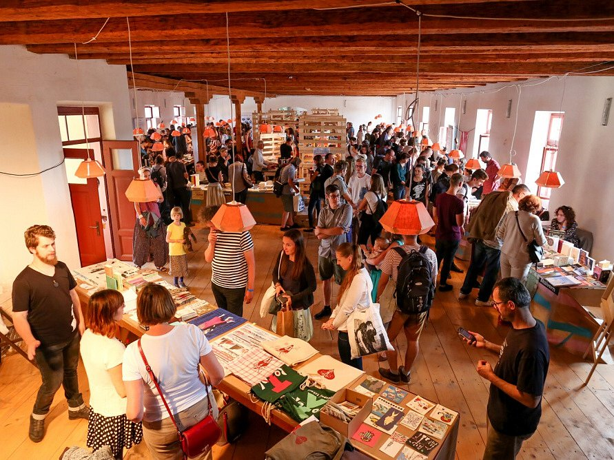 Táborský knižní festival Tabook rozžil o víkendu kotnovskou sýpku (na snímku) i další prostory ve městě.