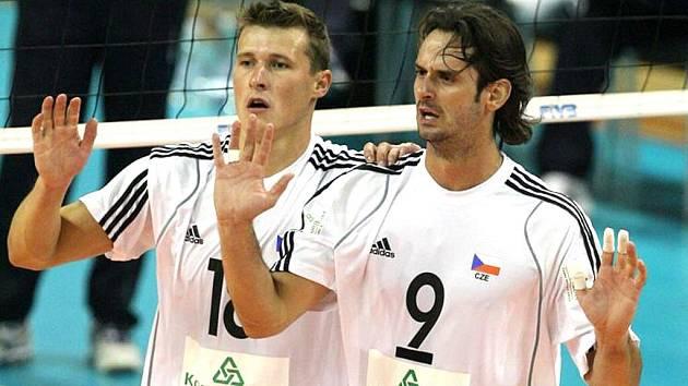 Osmadvacetiletý kapitán reprezentace z Českých Budějovic  Ondřej Hudeček (vpravo s nahrávačem Ticháčkem) dovedl  svůj tým přes tři kvalifikační kola na světový šampionát.