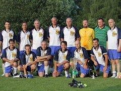 """Fotbalisté SK Mladé """"35"""" vyhráli 61. ročník memoriálu Antonína Hynka starých pánů. Ve finále porazili pořádající Slavii ČB 3:2."""