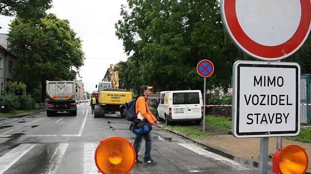 Čechova ulice je ve směru z Mánesovy neprůjezdná.
