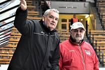 Trenéři David servisu Jiří Fedur (vlevo) a Milan Kupka.
