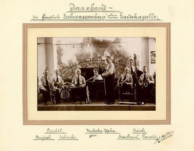 Kapela schwarzenberské gardy zČeského Krumlova na archivním snímku.