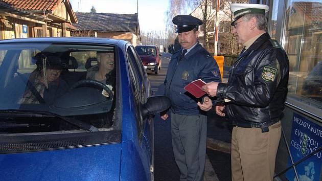 Přestože je volný Schegen, mnozí z českých řidičů si stěžují na opakované kontroly v Německu. Jeden jihočeský podnikatel jich zažil při šesti letošních cestách pět a mluví o buzeraci.