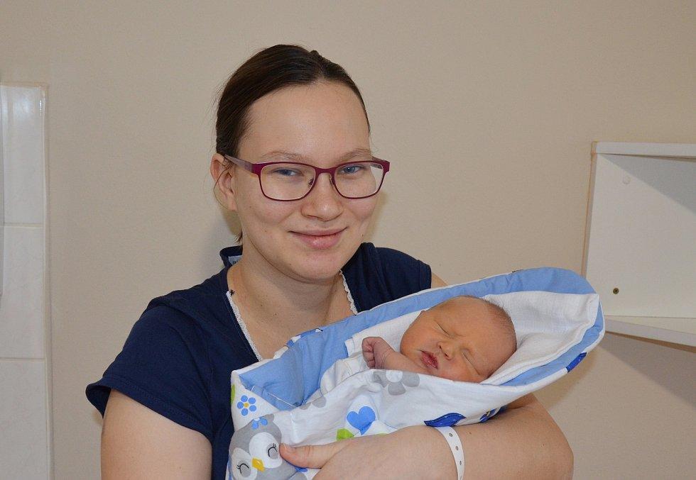Tobiáš Hrdlička, prvorozený syn Marie a Jana Hrdličkových z Týna nad Vltavou, se narodil 16. 12. 2020 v 10.16 hodin. Při narození vážil 3450 g a měřil 49 cm.