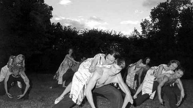 Snímek z taneční inscenace Carmina burana v podání baletního souboru Jihočeského divadla.