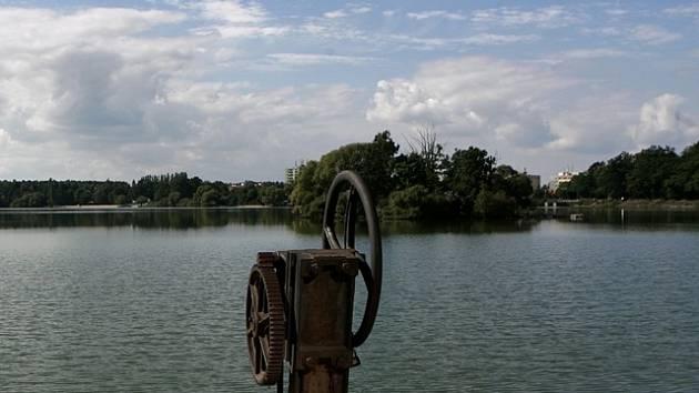Rybník Svět v Třeboni stál na počátku všeho. Tady čtyřka s kormidelníkem na počátku 50. let trénovala a právě tady začátkem 60. let vznikl film Václava Gajera.