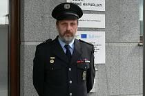 V čele týnských policistů stojí nadporučík Petr Dvořák. V době volna se nejraději věnuje své jachtě nebo chatě.