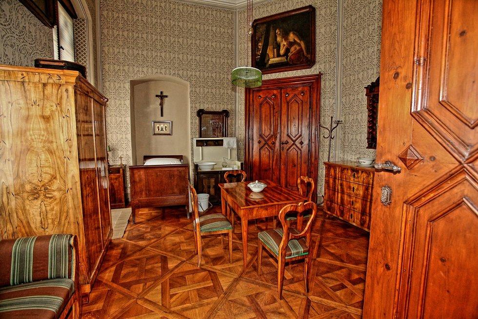"""Prohlídkovou trasu """"Hostinské pokoje"""" připravila pro návštěvníky Ivana Troupová."""