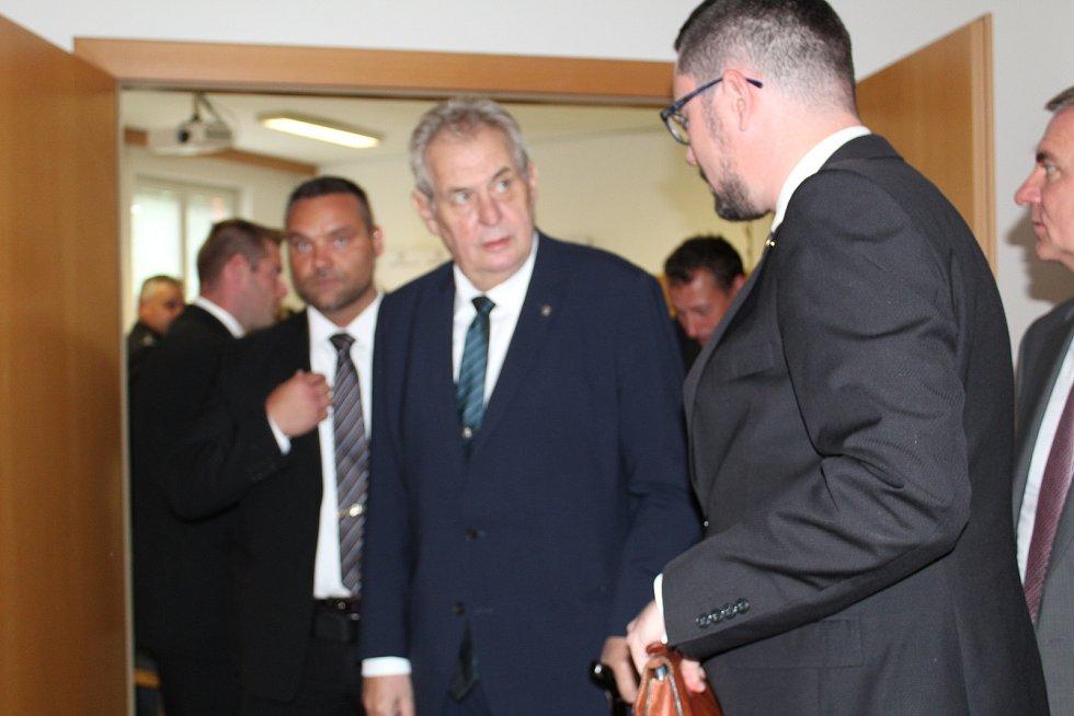 Prezident republiky Miloš Zeman po jednání s policií.