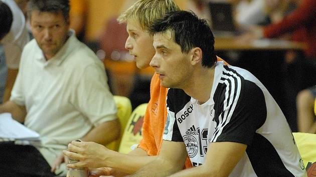 Smečař Tomáš Fila (vpravo s blokařem Radkem Machem) začínal s extraligovým volejbalem  právě ve Zlíně. Proti svému bývalému klubu se bude chtít  jistě vytáhnout.
