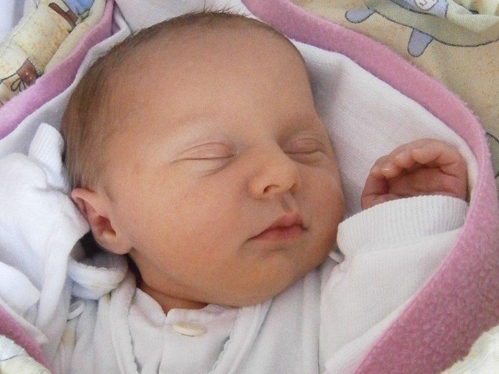 Veronika Auzká narozená 14.3.2012 v 8:08 h, vážila 3,44 kg a měřila 49 cm.