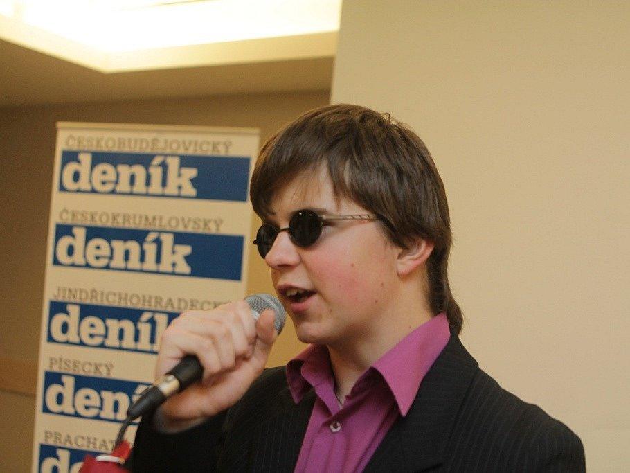 Na slavnostním večeru vystoupil nevidomý zpěvák Karel Leskovec.