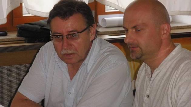 Humanitární pracovníci Roman Tlapák (vlevo) a Martin Zamazal.