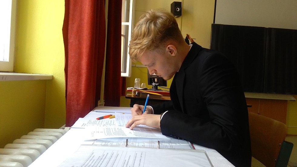 Nahrávač Jihostroje Kristián Červinka u maturitní zkoušky