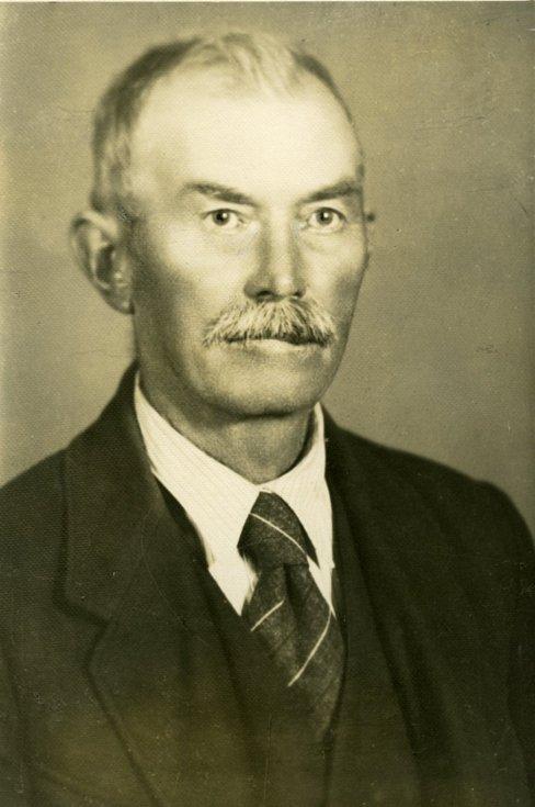 Dědeček Miroslava Huleho, Jan Hule (1871 - 1947, přeseda okresního výboru strany v Českých Budějovicích mezi válkami.