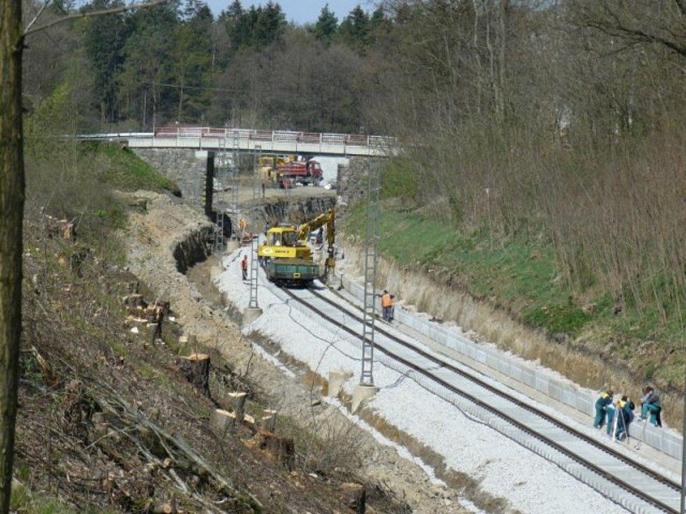Nedávná rekonstrukce tratě Č. Budějovice - Č. Velenice.