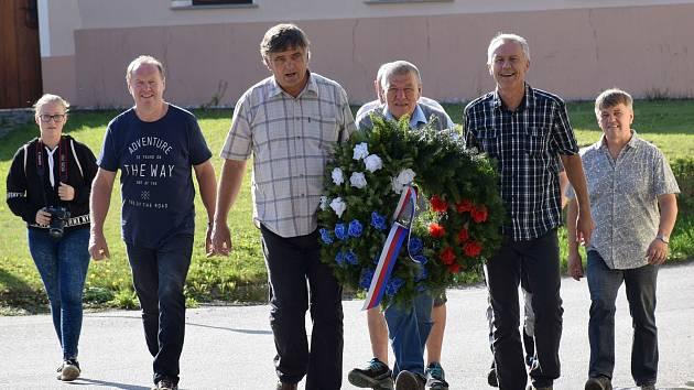 Obyvatelé Nákří na Českobudějovicku vysadili v sobotu 8. září pamětní lípu k 100. výročí vzniku samostatné Československé republiky a položili věnec k pomníku padlých v 1. světové válce.