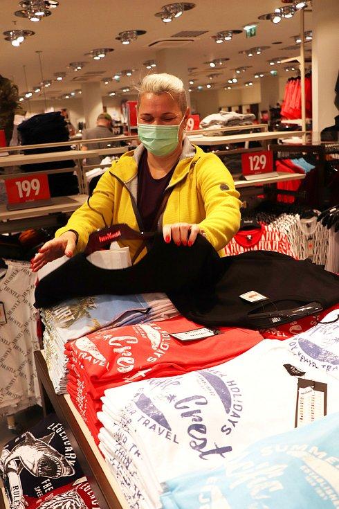 V Českých Budějovicích se otevírají předzahrádky i obchody v prodejních centrech.