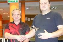Jan Válka (vpravo) po finále gratuloval Pavlu Hornychovi k vítězství na okresních přeborech.