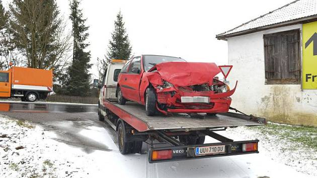 Vozidla odtáhla odtahovka.