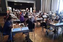Šachový festival přináší zajímavé partie, dramatické zápasy.