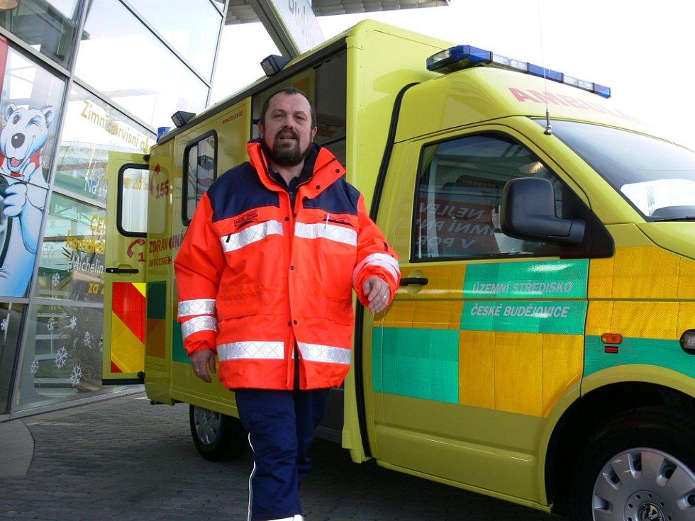 Ředitel Zdravotnické záchranné služba Jihočeského kraje Marek Slabý představil koncem minulého roku zcela novou sanitku, která již odpovídá předpisům EU.