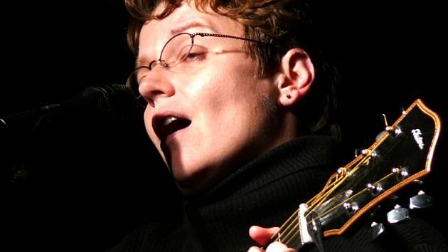 Písničkářka Věra Klásková zpívá po celé republice.