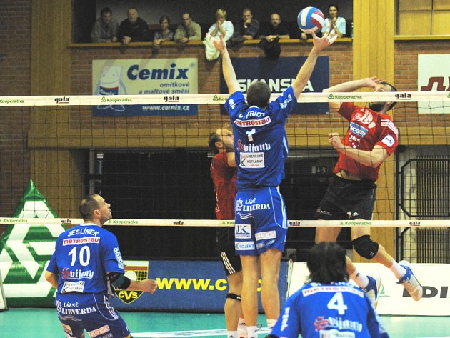 Vloni se Budějovičtí střetli s Libercem v semifinále a vyhráli 3:1 na zápasy. Dukla pak boj o třetí místo nezvládla a skončila čtvrtá, když prohrála s Kladnem.