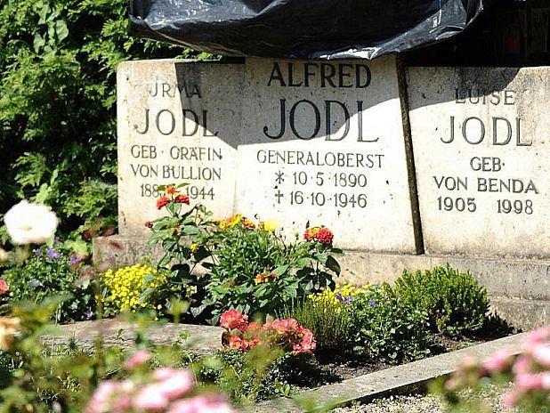 Pomník Jodlovi (ne)vadí?