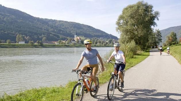 Kolem Dunaje pojedou jen kolaři.