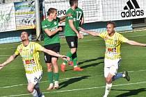 Minule doma fotbalisté Dynama zdolali Sokolov 1:0 díky gólu Petera Grajciara (na snímku se raduje ze své trefy spolu Patrikem Čavošem), uspějí černobílí ve středu doma i s Chrudimí?