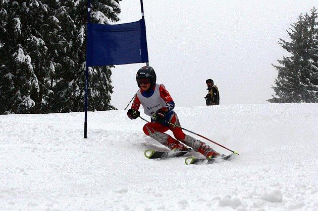 Martin Hrabák na trati obřího slalomu