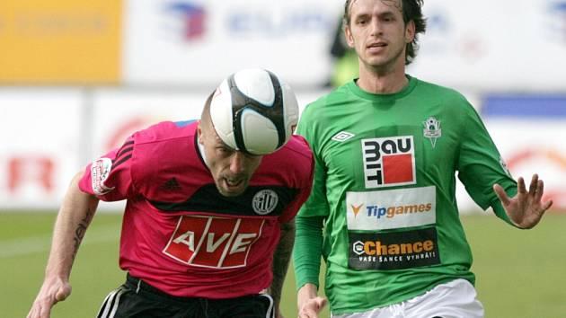 Tomáš Řepka v Jablonci bojuje s Markem Jarolímem.