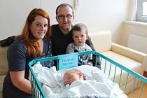 Nový člen rodiny Dominik Prágr se narodil jako první letošní miminko v budějovické porodnici.