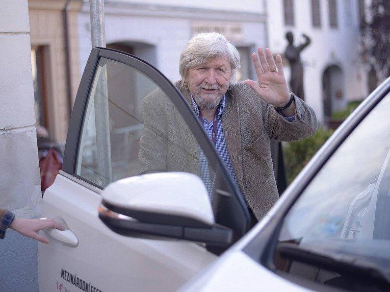 Sbohem, Písku. Kameraman Miroslav Ondříček, který zemřel 28. března 2015, se takto v říjnu 2014 loučil na Mezinárodním festivalu studentských filmů Písek.
