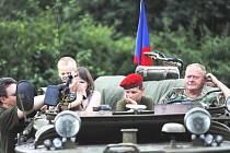 Součástí sobotního  Country Pulce  budou ukázky vojenské bojové techniky a historických vozidel.