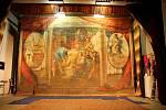 opona. Pro mirotickou sokolovnu byla opona namalovaná podle obrazů Mikoláše Alše.