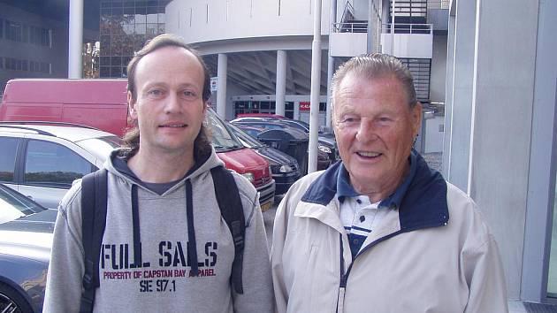 Antonín Španinger (vpravo) se sportovním publicistou Ladislavem Lhotou.