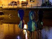 Výstava umění ve městě. Tři Grácie ve slepém rameni Malše.