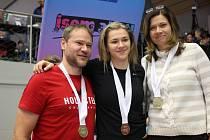 Adéla Záhorová s rodiči.