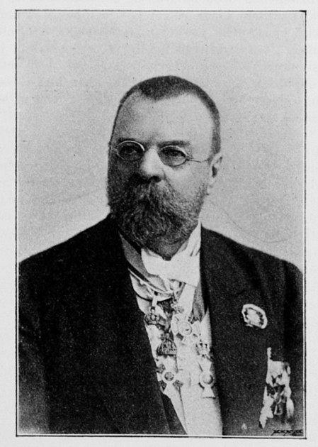 Plavský rodák Jan Vaclík působil jako dopisovatel či diplomat vČerné Hoře či Rusku. Zemřel 3.srpna 1917vPetrohradě.