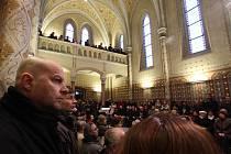 Slavnostní bohoslužba ve studentském kostele svaté Rodiny v centru Českých Budějovic.