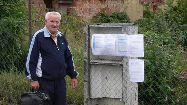 Lidé se už mohou ve Vodní ulici seznámit s podrobnostmi složité sanace pomocí letáků.