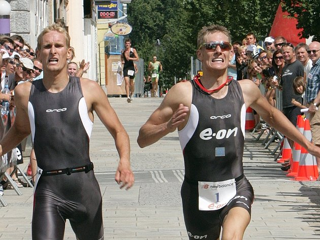 Martin Pejsar a Čelůstka svedli obrovský souboj na pásce. Ve Velké ceně E.ON se radoval ze stříbra Pejsar (vpravo).