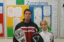 Denisa Pelešková se svým trenérem a také ligovým hráčem  Františkem Tůmou.