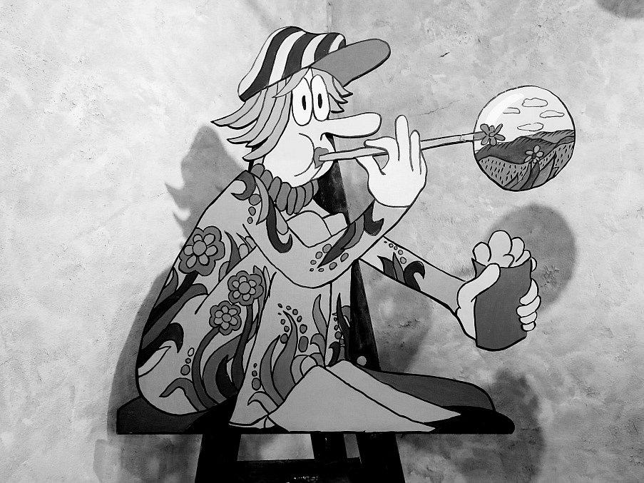 Pan Pip v Želči. V Obrazárně Špejchar Želeč na Táborsku začala výstava Stanislava Holého. Nabízí na 200 obrazů, kreseb a v české premiéře i plakátů.
