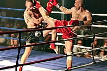 Jan Kašpar (vpravo) vyhrál v Č. Budějovicích první Gladiators Night. V sobotu se představí Miro Cigel a další mistři v kickboxu.