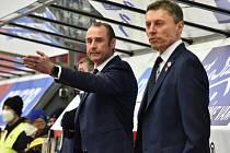 Trenéři Václav Prospal (vlevo) s Alešem Totterem se postavili naposledy na střídačku hokejistů Madeta Motoru.